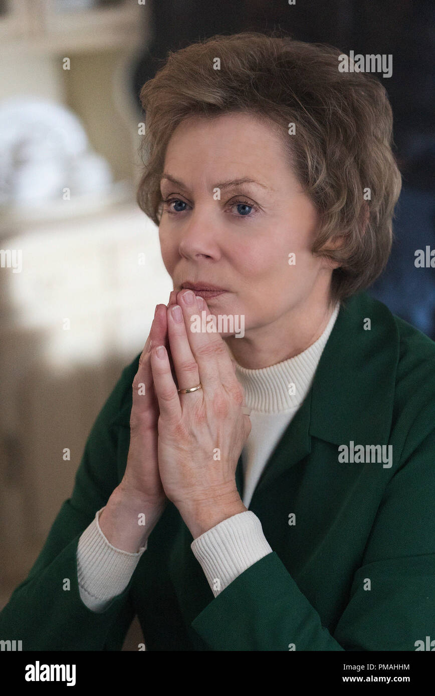 FARGO -- 'Before The Law' -- Episode 202 (Airs October 19, 10:00 pm e/p) Pictured: Jean Smart as Floyd Gerhardt. - Stock Image