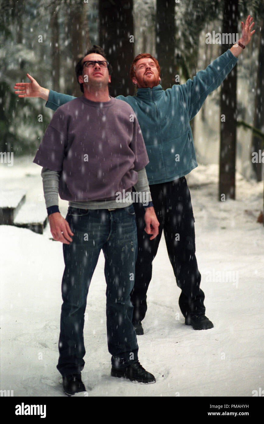 "JASON LEE and DAMIAN LEWIS in Castle Rock Entertainment's and Village Roadshow Pictures' supernatural thriller ""Dreamcatcher,"" distributed by Warner Bros. Pictures. 2003 Stock Photo"