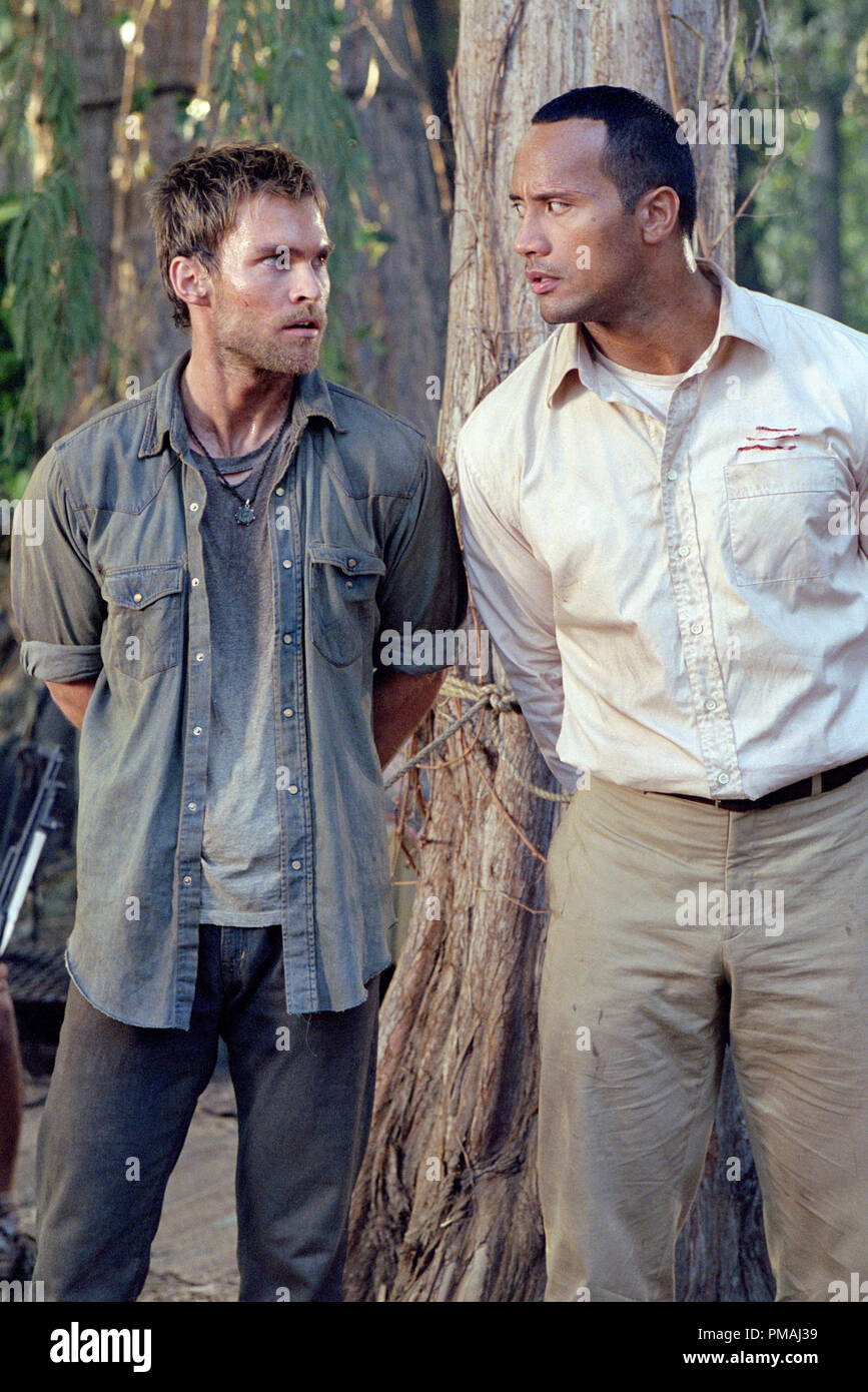 Travis (SEANN WILLIAM SCOTT) translates for Beck (THE ROCK) to a group of rebels in the action-adventure The Rundown. 2003 - Stock Image