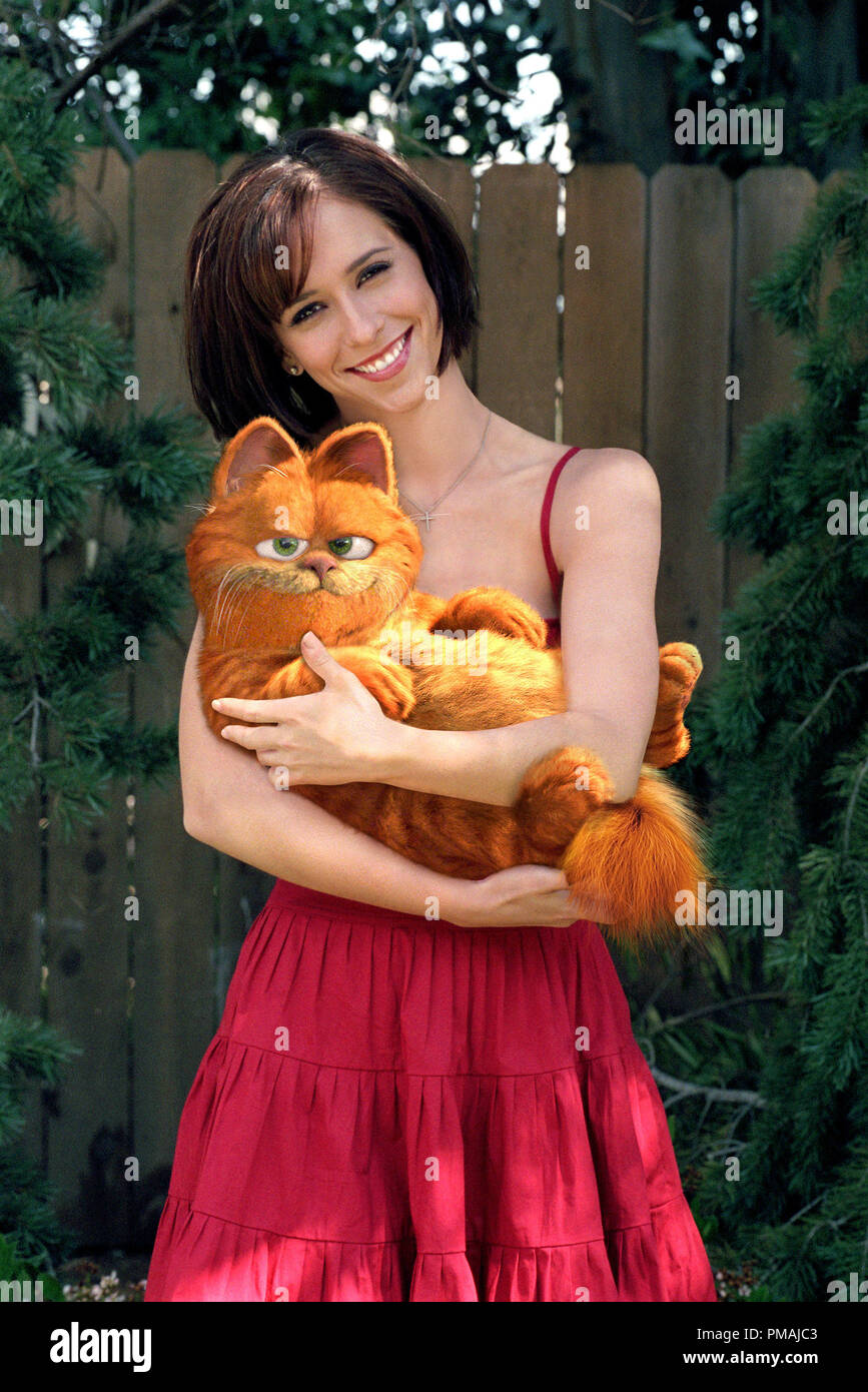 Garfield barely acknowledges the attentions of his veterinarian, Liz (Jennifer Love Hewitt). 'Garfield The Movie' (2004) - Stock Image