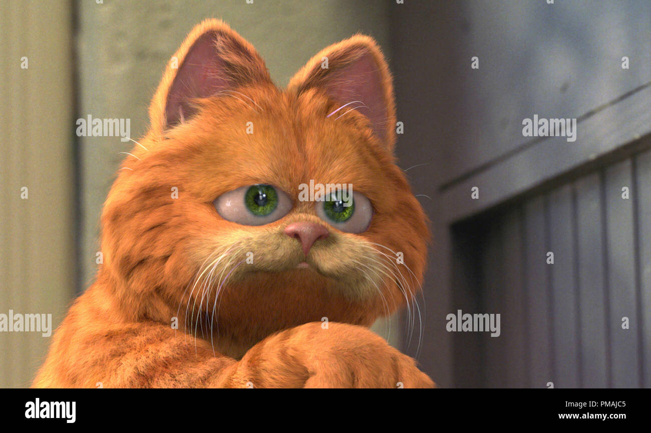 """Garfield finally has an epic story that is as large as his ego - one that can barely be contained by the big screen. """"Garfield The Movie"""" (2004) Stock Photo"""