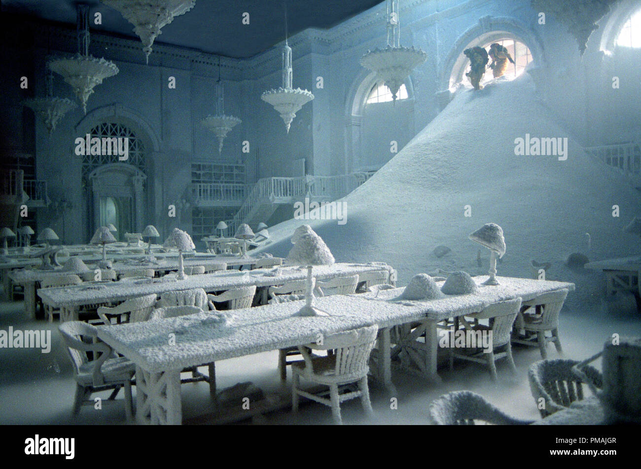 A Manhattan public library - and the rest of New York - are frozen in the wake of catastrophic climatic shift  'The Day After Tomorrow' (2004) - Stock Image
