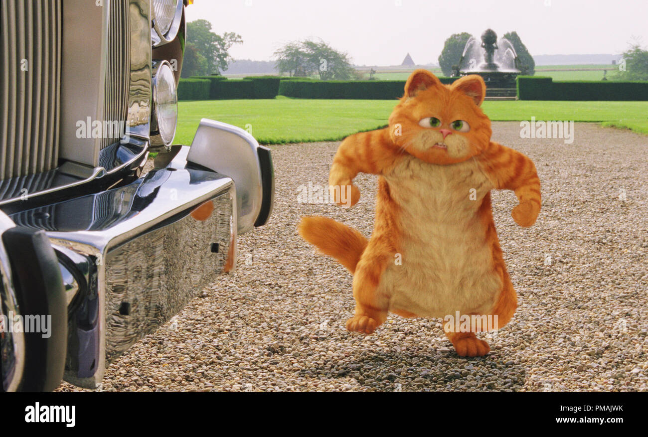Garfield Is Unhappy About Developments At His Newly Inherited English Castle Garfield A Tail Of Two Kitties 2006 Twentieth Century Fox Stock Photo Alamy