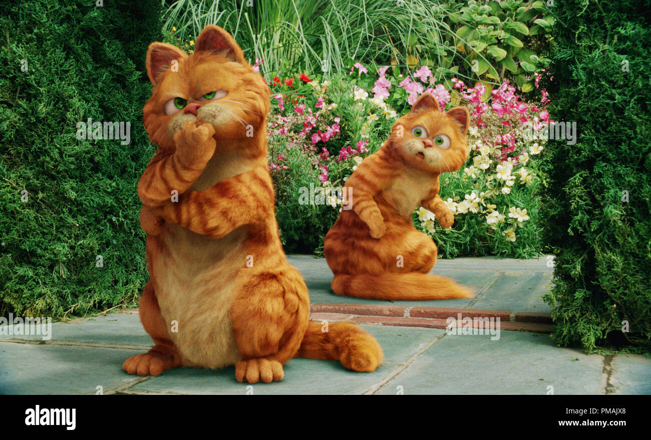 Garfield Comes Face To Face And Paw To Paw With His Look Alike Prince A Royal Feline Who Has Inherited A Castle Garfield A Tail Of Two Kitties 2006 Twentieth Century Fox Stock