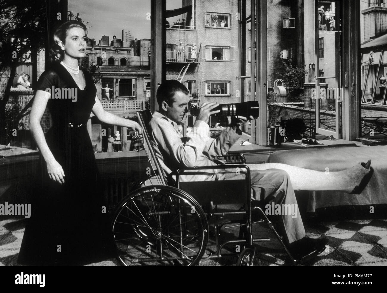 Grace Kelly, James Stewart, 'Rear Window' (1954) Paramount Pictures  File Reference # 33300_996THA - Stock Image