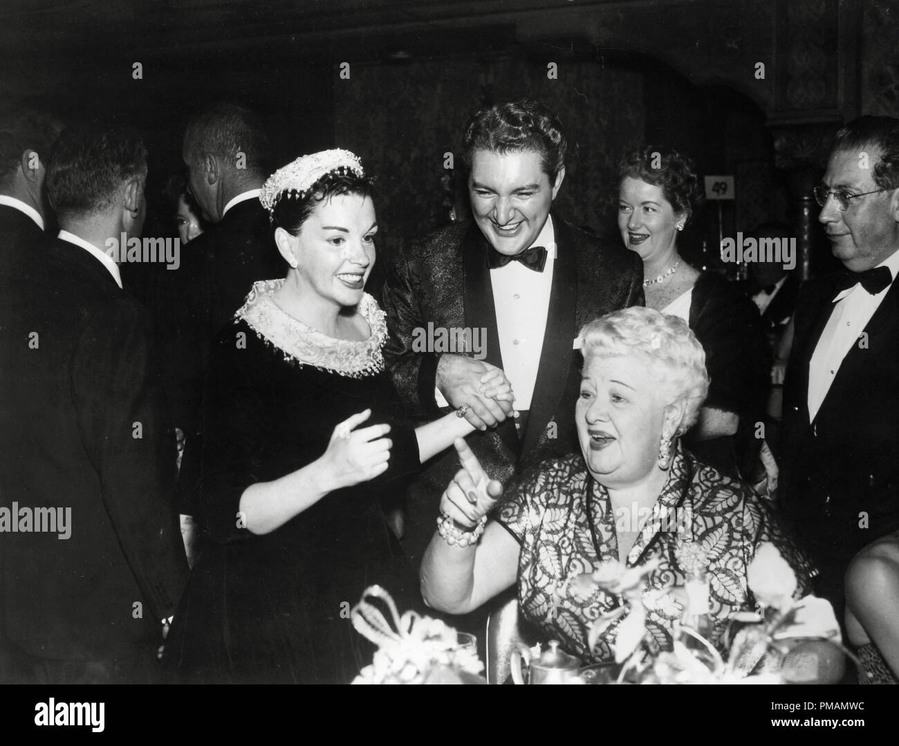 Judy Garland And Liberace At The Premiere Of A Star Is Born 1954 File Reference 33505 061tha For Editorial Use Only All Rights Reserved Stock Photo Alamy