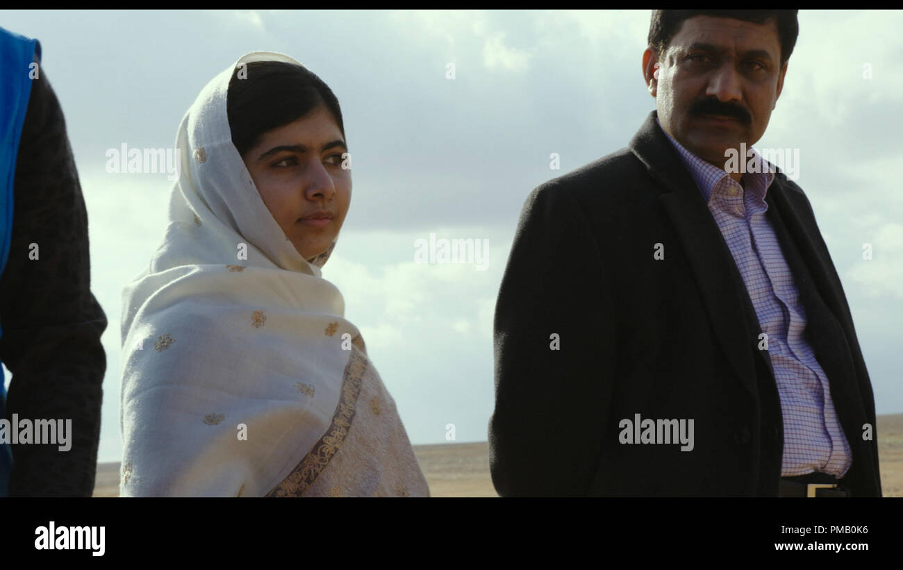 HE NAMED ME MALALA: Malala Yousafzai and Zia Yousafzai at the Jordan/Syrian border. Feb 16, 2014.  © 2015 Twentieth Century Fox Film Corporation All Rights Reserved - Stock Image