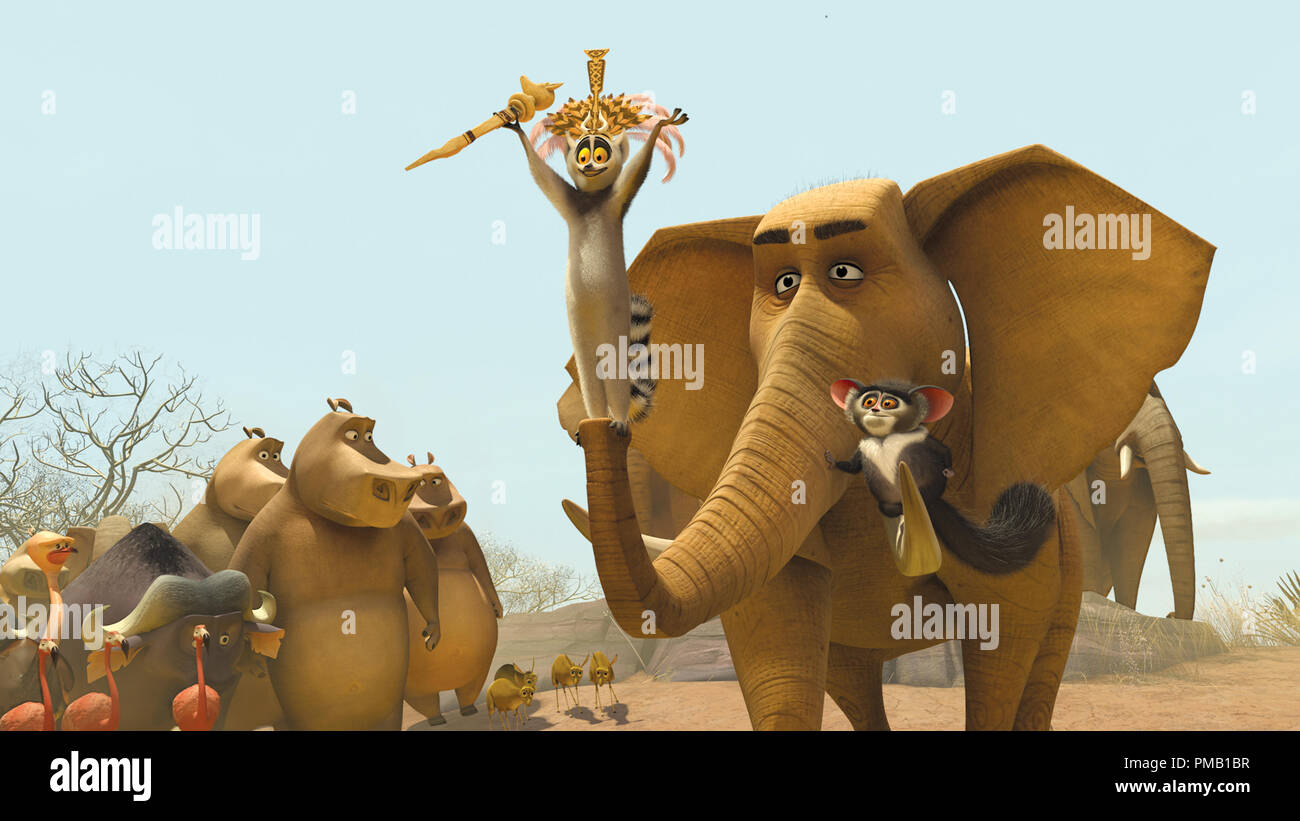 """King Julien (center, SACHA BARON COHEN)-accompanied by his right-hand lemur, Maurice (right, CEDRIC THE ENTERTAINER)-addresses the citizens of the watering hole in DreamWorks' """"Madagascar: Escape 2 Africa.""""   'Madagascar: Escape 2 Africa' (2008) DreamWorks Animation L.L.C - Stock Image"""