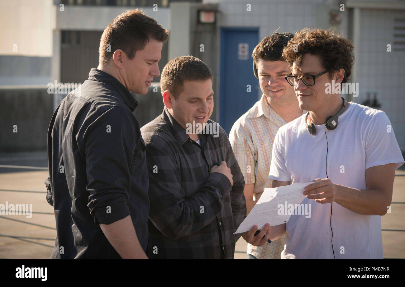 "Directors PHIL LORD and CHRIS MILLER rehearse with Hill/Tatum on the set of ""22 Jump Steet"" Stock Photo"