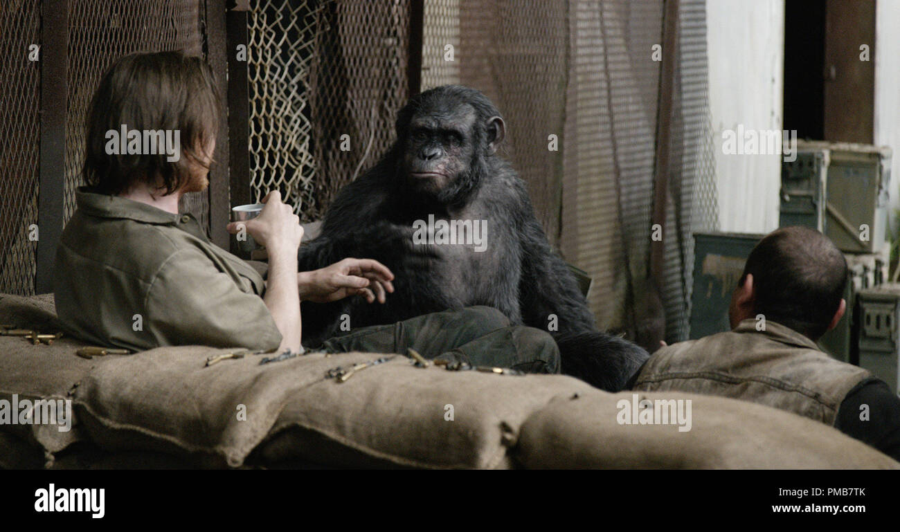 DAWN OF THE PLANET OF THE APES Koba (Toby Kebbell) socializes with the humans. - Stock Image