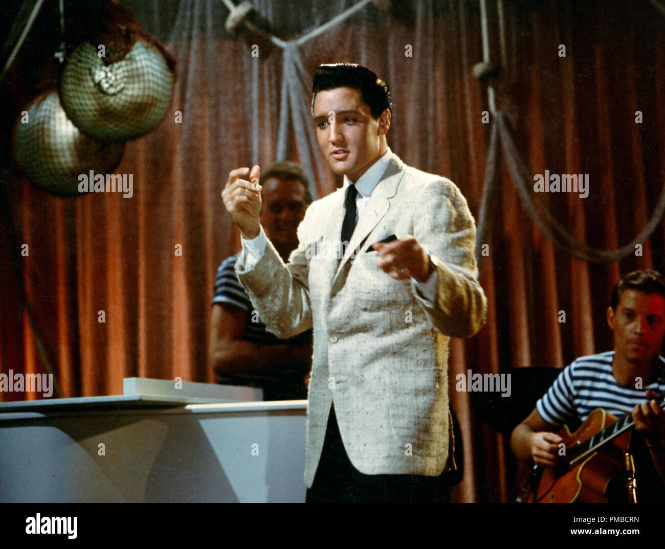 "1962 ELVIS PRESLEY in the MOVIES /""GIRLS GIRLS GIRLS/"" PHOTO on the set 02"