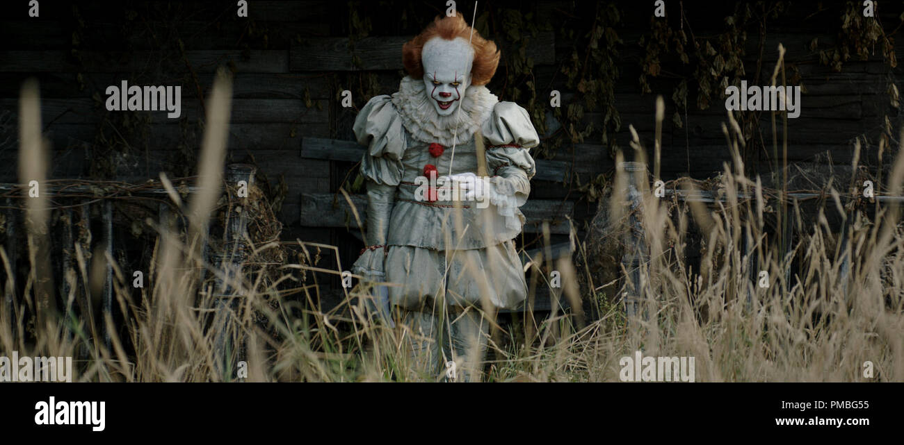 BILL SKARSGÅRD as Pennywise in New Line Cinema's horror thriller 'IT,' a Warner Bros. Pictures release. (2017) - Stock Image