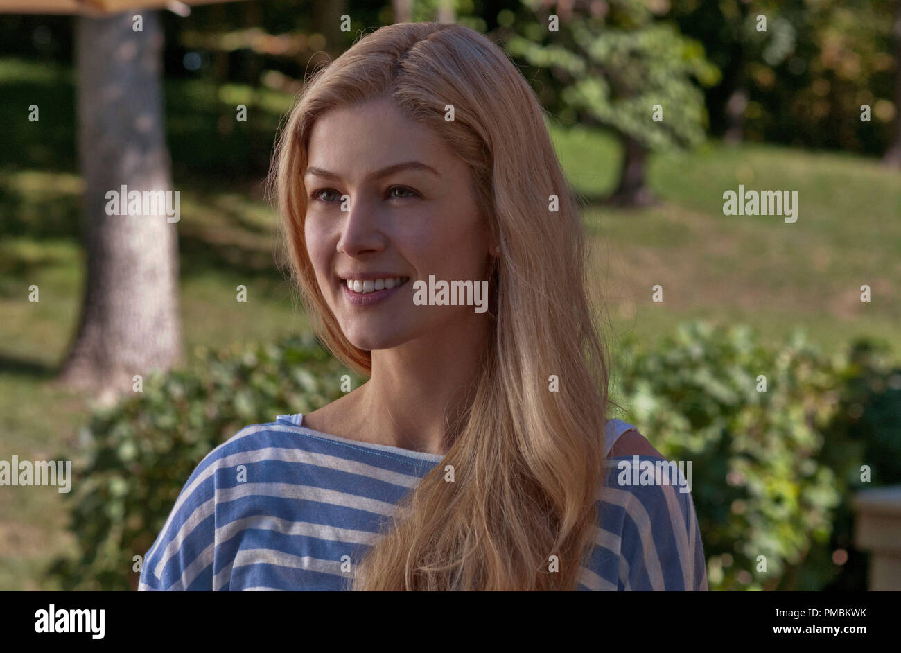 GONE GIRL (2014) Rosamund Pike portrays Amy Dunne, whose mysterious disappearance turns her husband into a possible murder suspect. - Stock Image