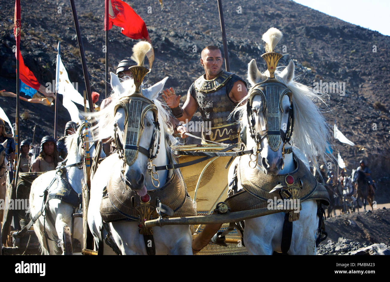 'Exodus: Gods and Kings' (2014) Ramses (Joel Edgerton) and his army pursue the fleeing Hebrews. - Stock Image