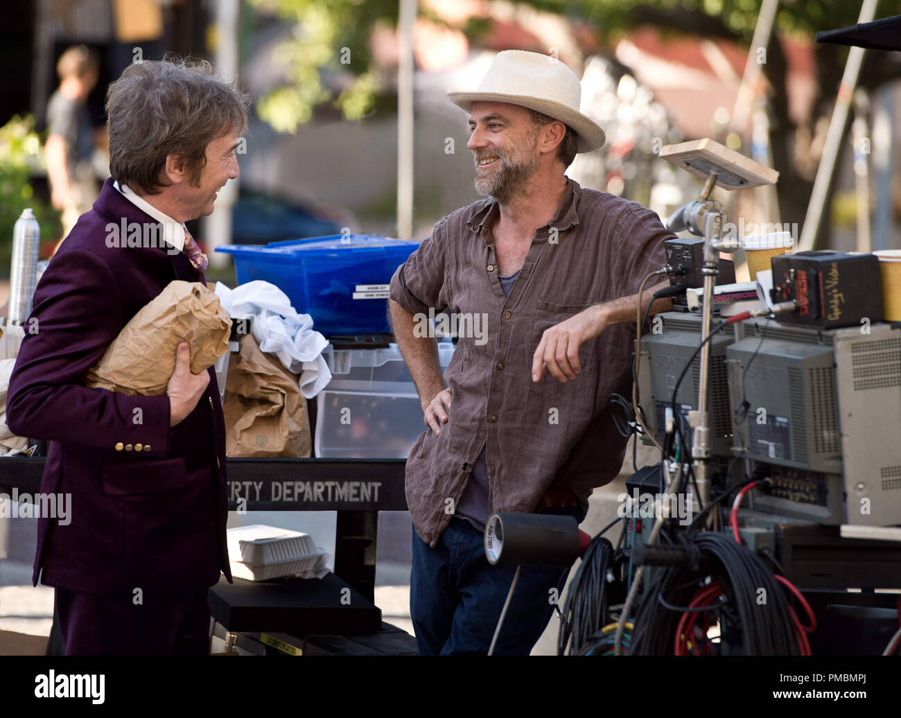 (L-r) MARTIN SHORT and director/writer/producer PAUL THOMAS ANDERSON on the set of Warner Bros. Pictures' and IAC Films' 'INHERENT VICE,' a Warner Bros. Pictures release. - Stock Image