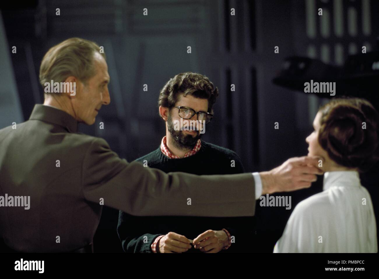 Peter Cushing, George Lucas, and Carrie Fisher on the Death Star set in 'Star Wars Episode IV: A New Hope' (1977)  File Reference # 32603_412THA - Stock Image