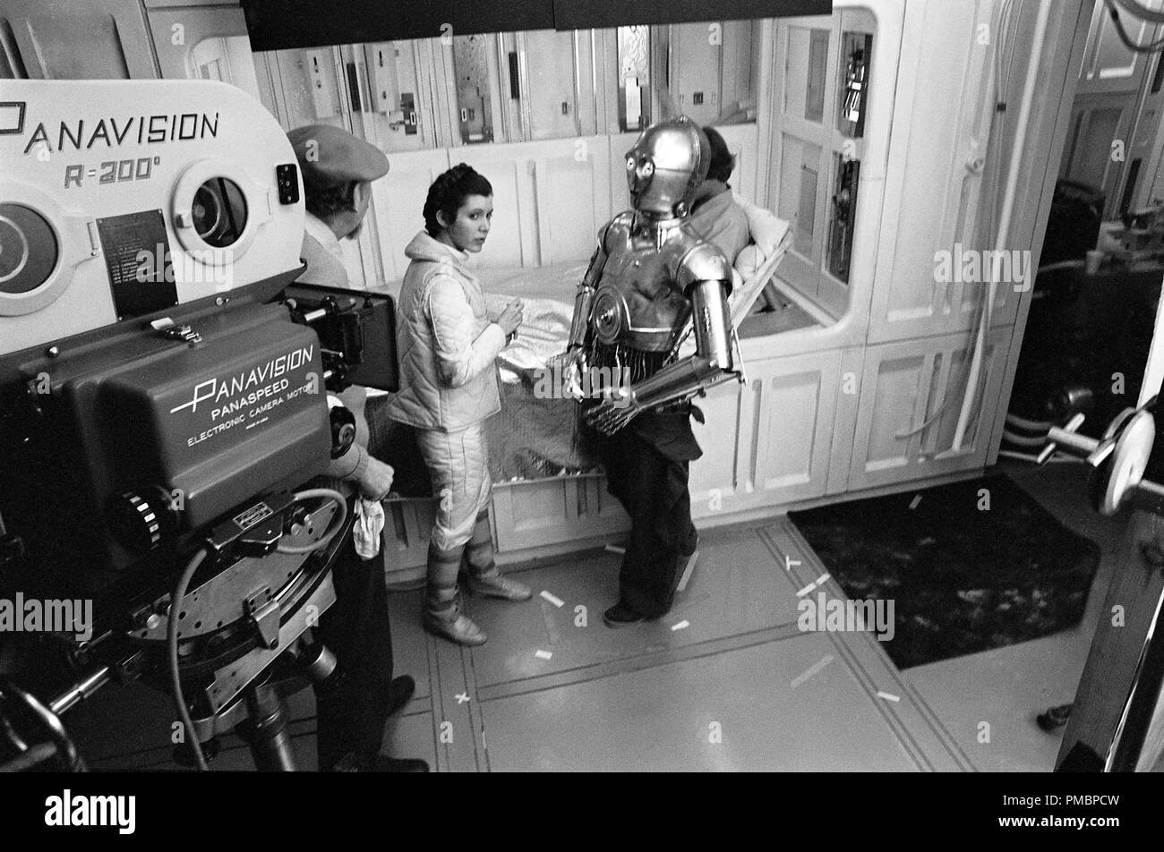 Irvin Kershner talks with Carrie Fisher, Anthony Daniels and Mark Hamill in 'Star Wars Episode V: The Empire Strikes Back' (1980)  File Reference # 32603_424THA - Stock Image