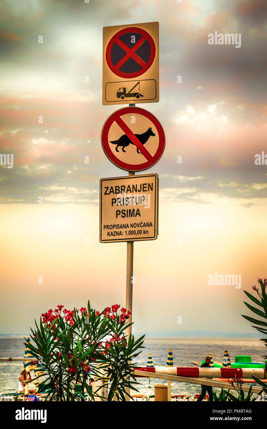 Sign clearly showing tow-away zone, no dogs and a fine of 10,000kn in Opatija, Croatia - Stock Image