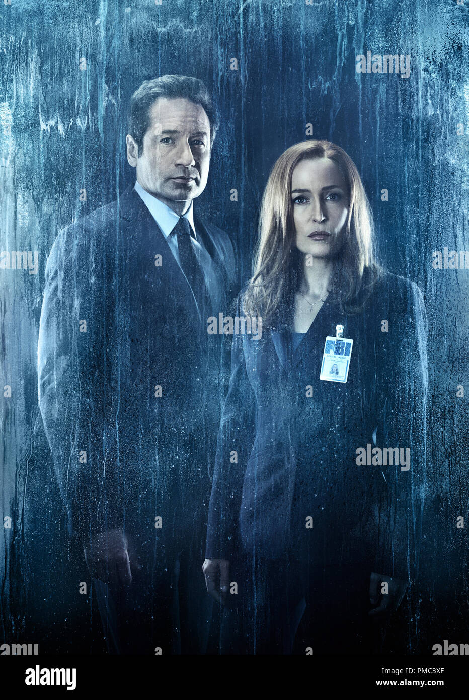 THE X-FILES:  L-R:  David Duchovny and Gillian Anderson in THE X-FILES  on Fox. - Stock Image