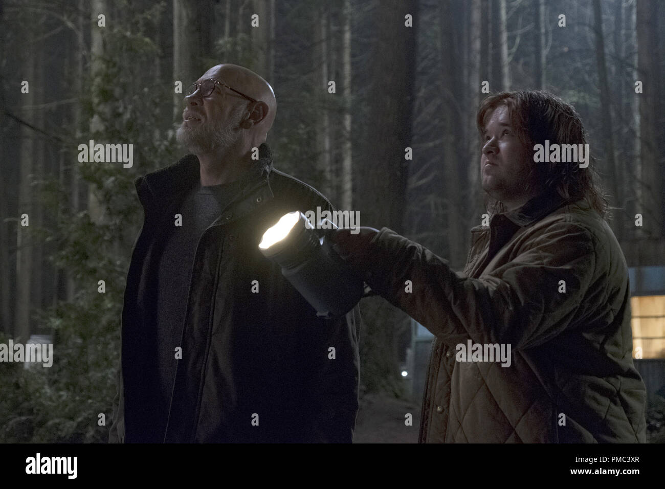 THE X-FILES:  L-R:  Mitch Pileggi and guest star Haley Joel Osment in the 'Kitten' episode of THE X-FILES on Fox. © 2018 Fox Broadcasting Co.  Cr:  Eric Millner/Fox - Stock Image