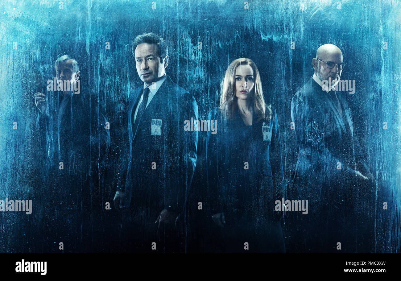 THE X-FILES:  L-R:  Guest star William B. Davis, David Duchovny, Gillian Anderson and Mitch Pileggi in THE X-FILES on Fox. - Stock Image