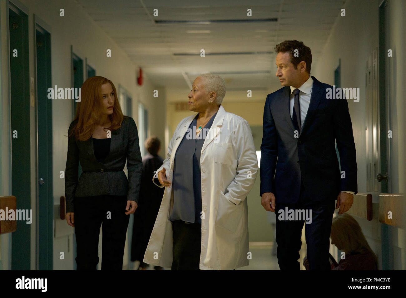 THE X-FILES:  L-R:  Gillian Anderson, guest star Denise Dowse and David Duchovny in the 'Plus One' episode of THE X-FILES on Fox. © 2018 Fox Broadcasting Co. Cr:  Shane Harvey/Fox - Stock Image