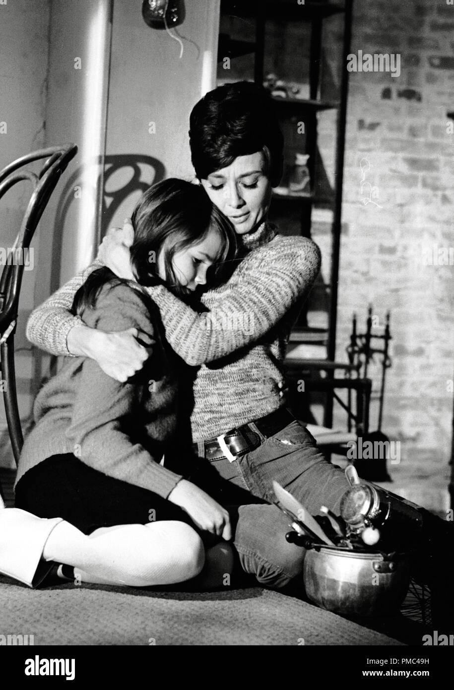 Julie Harrod and Audrey Hepburn, 'Wait Until Dark' 1967 Warner Bros. File Reference # 33536_266THA - Stock Image