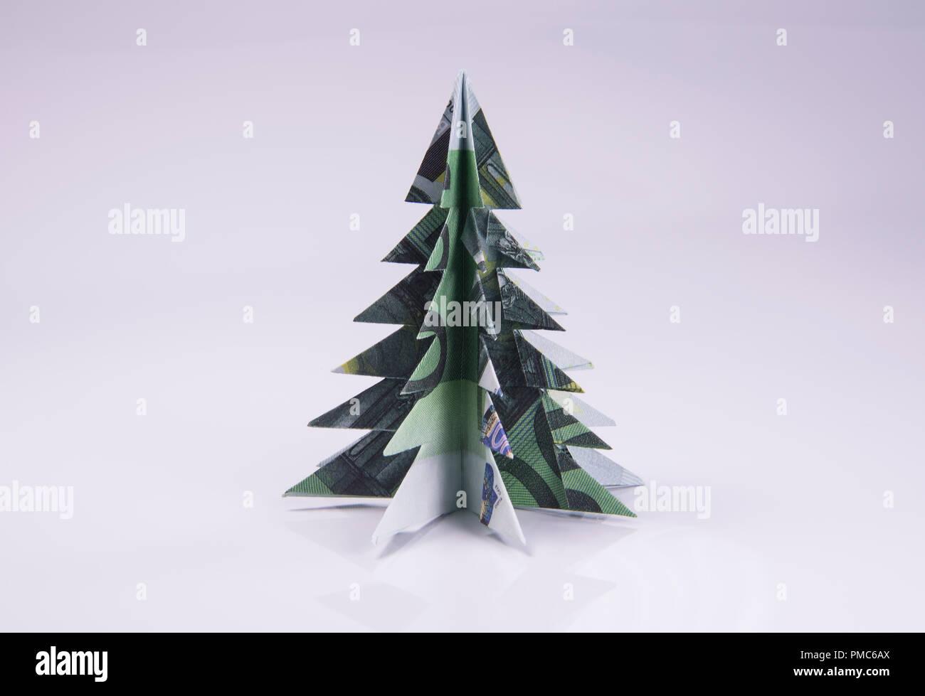 Money Origami Christmas tree Stock Photo - Alamy | 979x1300