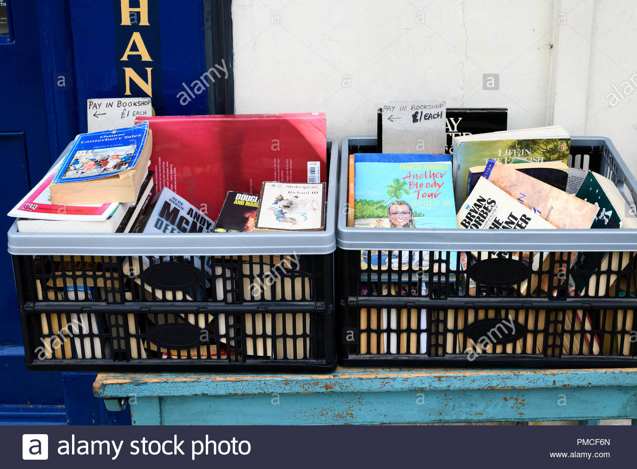 Secondhand books outside shop, East Street, Blandford, Dorset, England, UK - Stock Image