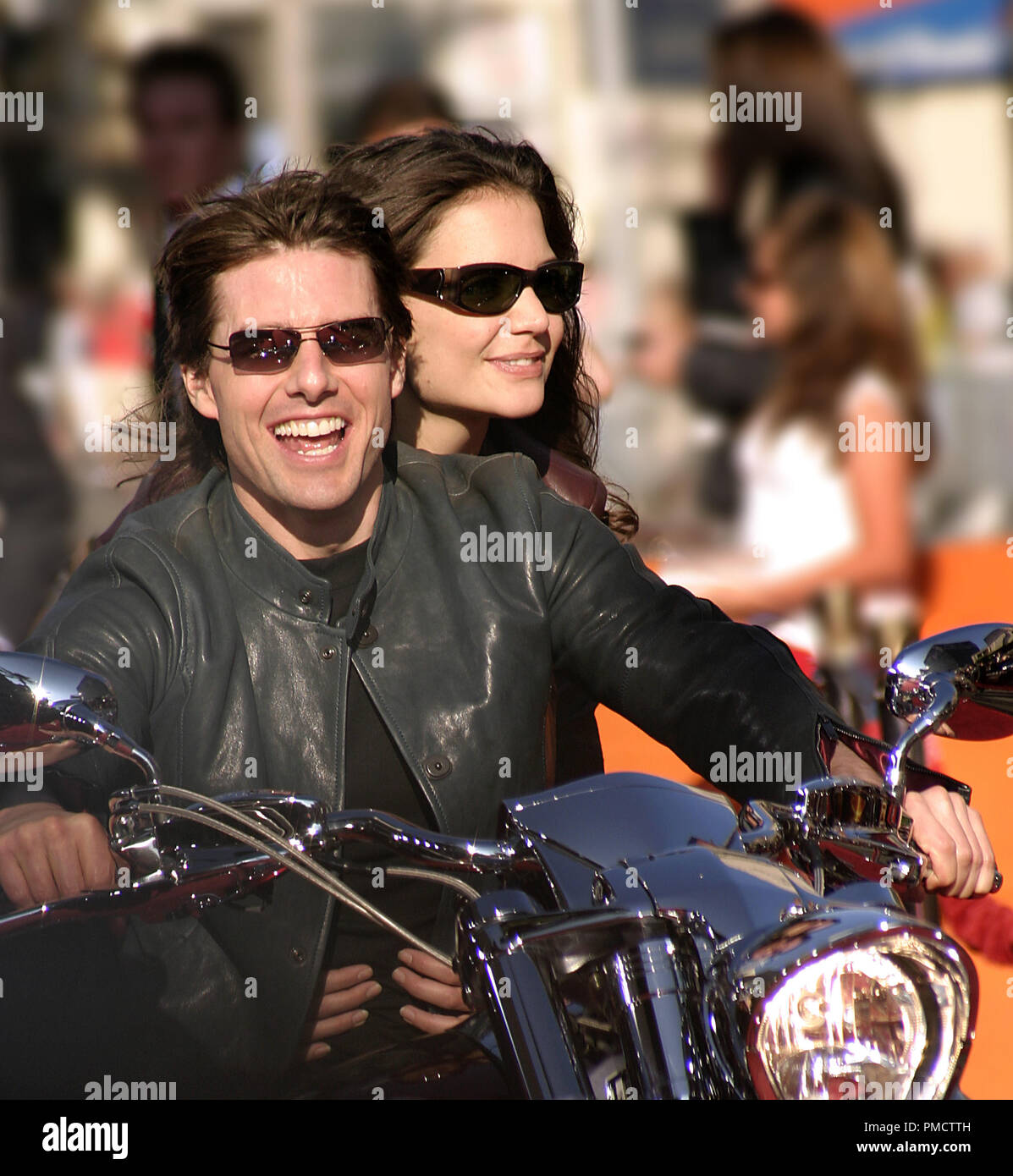 017dfc911b9f Tom Cruise Katie Holmes Sunglasses Stock Photos   Tom Cruise Katie ...