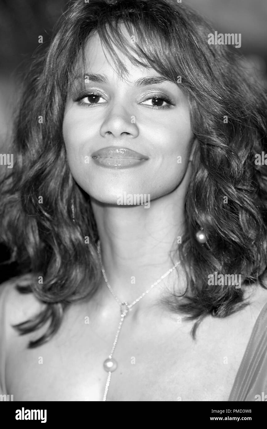 'Gothika' Premiere 11-13-2003 Halle Berry Photo by Joseph Martinez / PictureLux  File Reference # 21597_0004PLX  For Editorial Use Only -  All Rights Reserved  File Reference # 21597_0004PLX  For Editorial Use Only -  All Rights Reserved - Stock Image