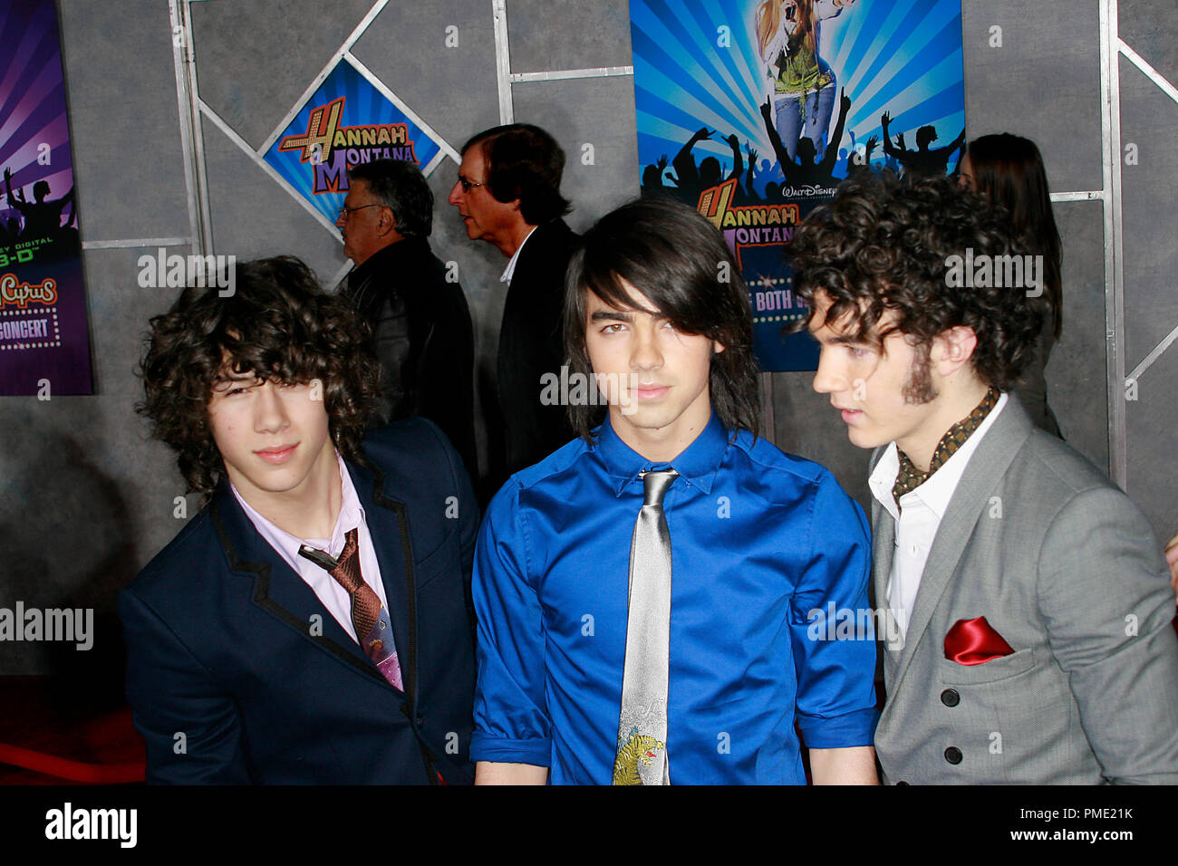 JONAS BROTHERS coloring pages - Coloring pages - Printable Coloring Pages -  Hellokids.com | 956x1300