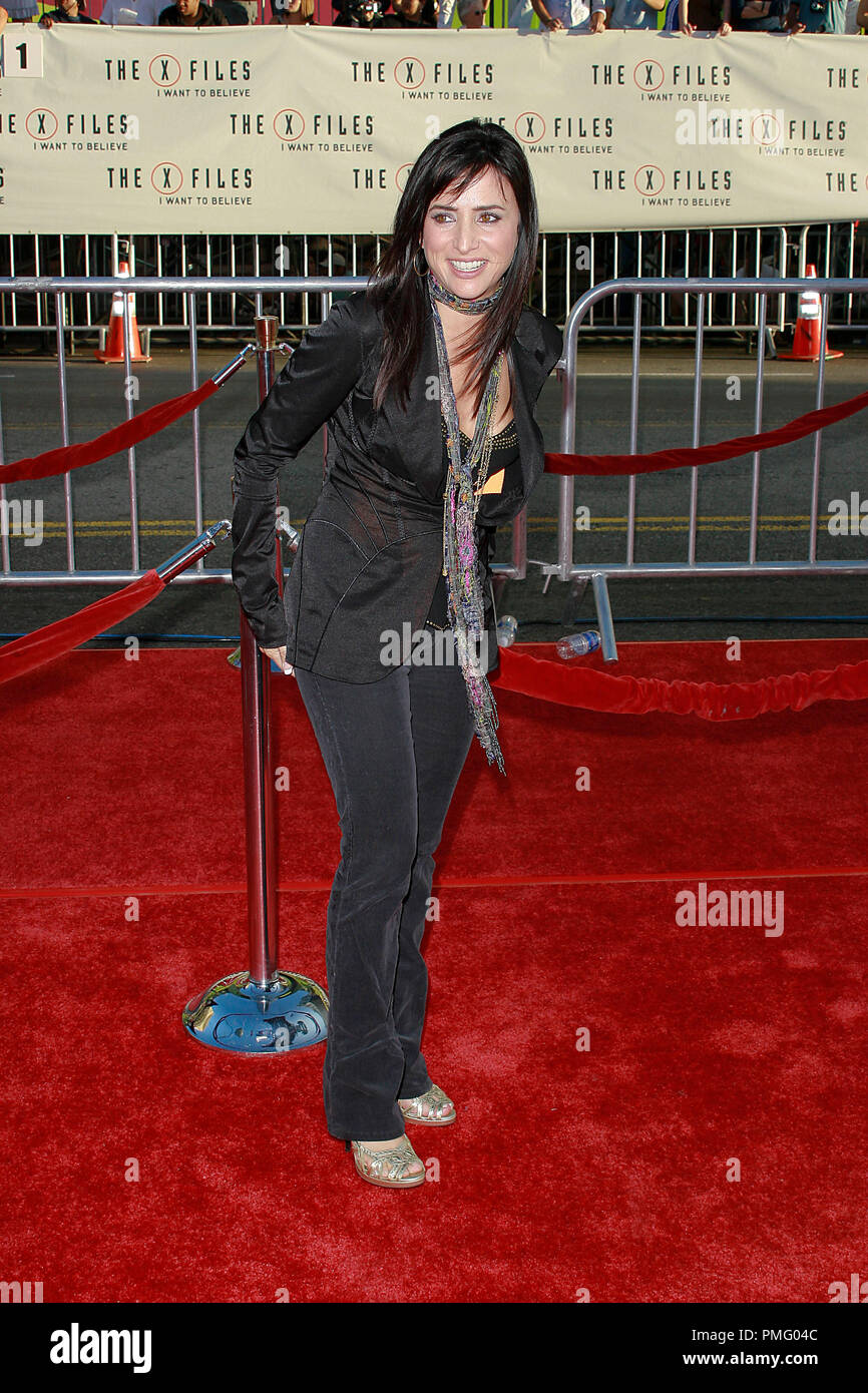 The X-Files: I Want to Believe Premiere  Pamela Adlon 7-23-2008 / Mann's Grauman Chinese Theatre / Hollywood, CA / 20th Century Fox / Photo © Joseph Martinez / Picturelux  File Reference # 23571_0083JM   For Editorial Use Only -  All Rights Reserved - Stock Image