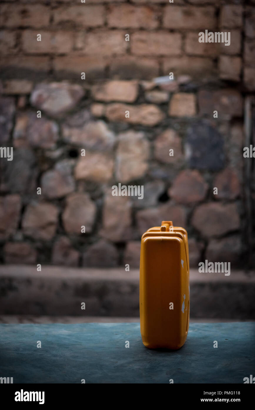 A single jerrycan of water sitting on the porch of a house in Nyamirambo, a semi-rural part of Kigali, Rwanda - Stock Image