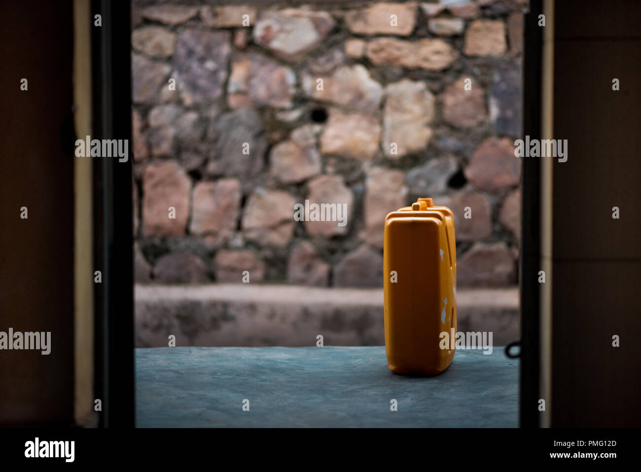 A single jerrycan on a porch, viewed through the doorway of a house in Nyamirambo, an outlying suburb of Kigali, Rwanda - Stock Image