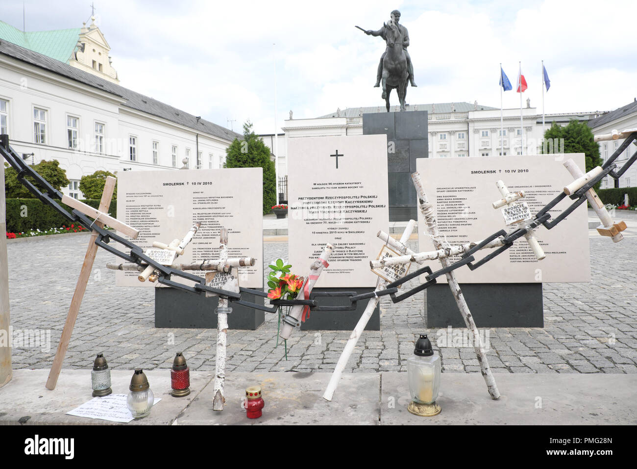 Warsaw Poland memorial to the Smolensk air crash of 2010 outside the Presidential Palace - Stock Image