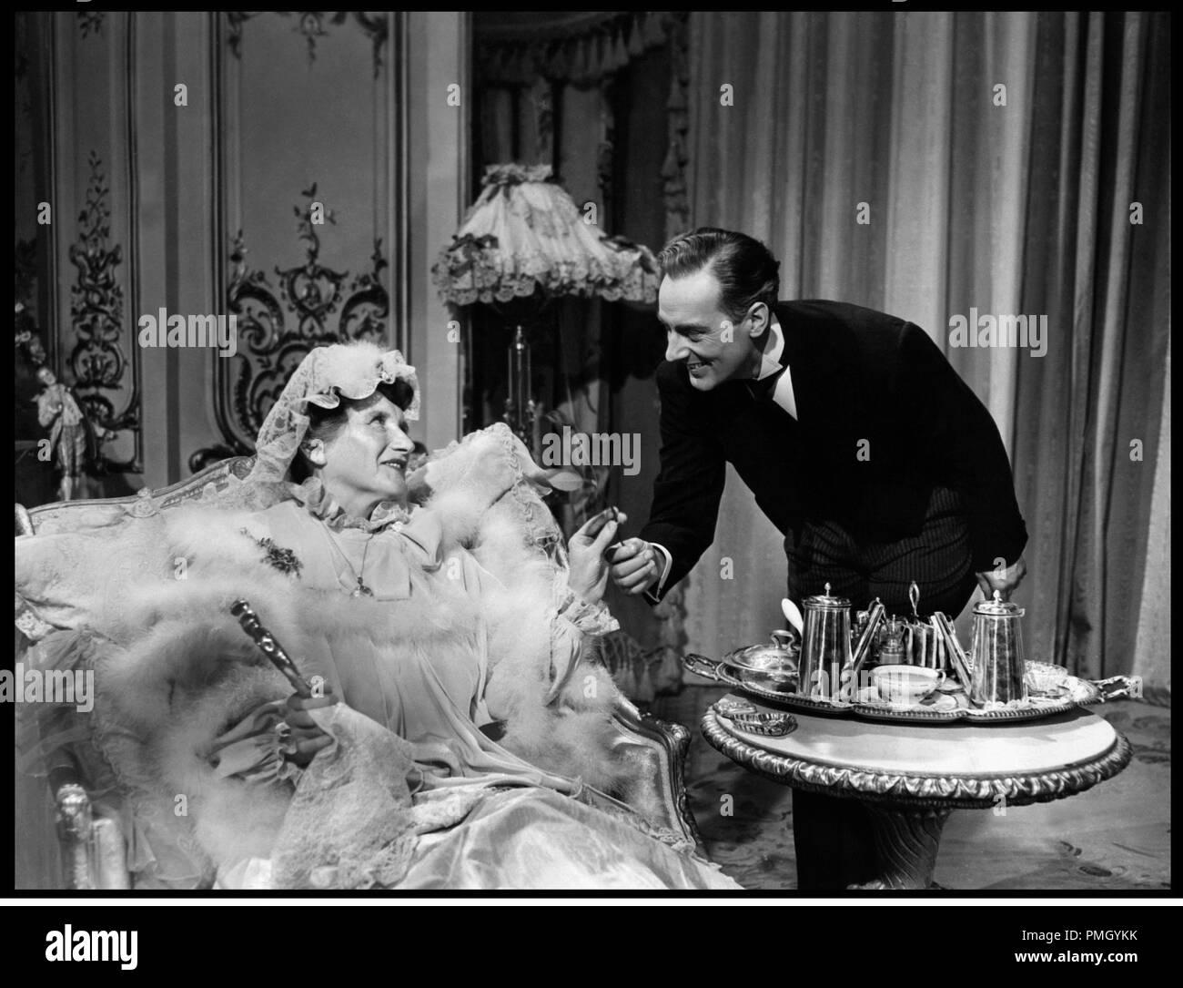 Prod DB © MGM / DR L'AMANT DE LADY LOVERLY (THE LAW AND THE LADY) de Edwin H. Knopf 1951 USA avec Marjorie Main et Michael Wilding galanterie, baise-main, politesse, education, flatterie d'apres la piece de Frederick Lonsdale - Stock Image