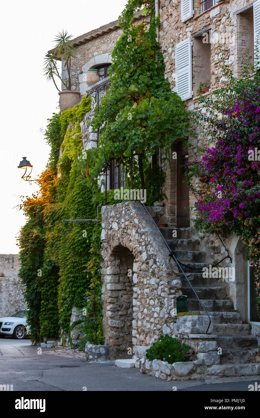 Street of Saint-Paul-de-Vence, one of the oldest medieval towns on the French Riviera - Stock Image