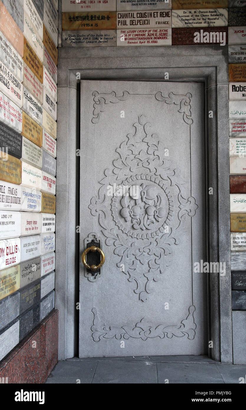 Entrance door to the Juche Tower in Pyongyang - Stock Image