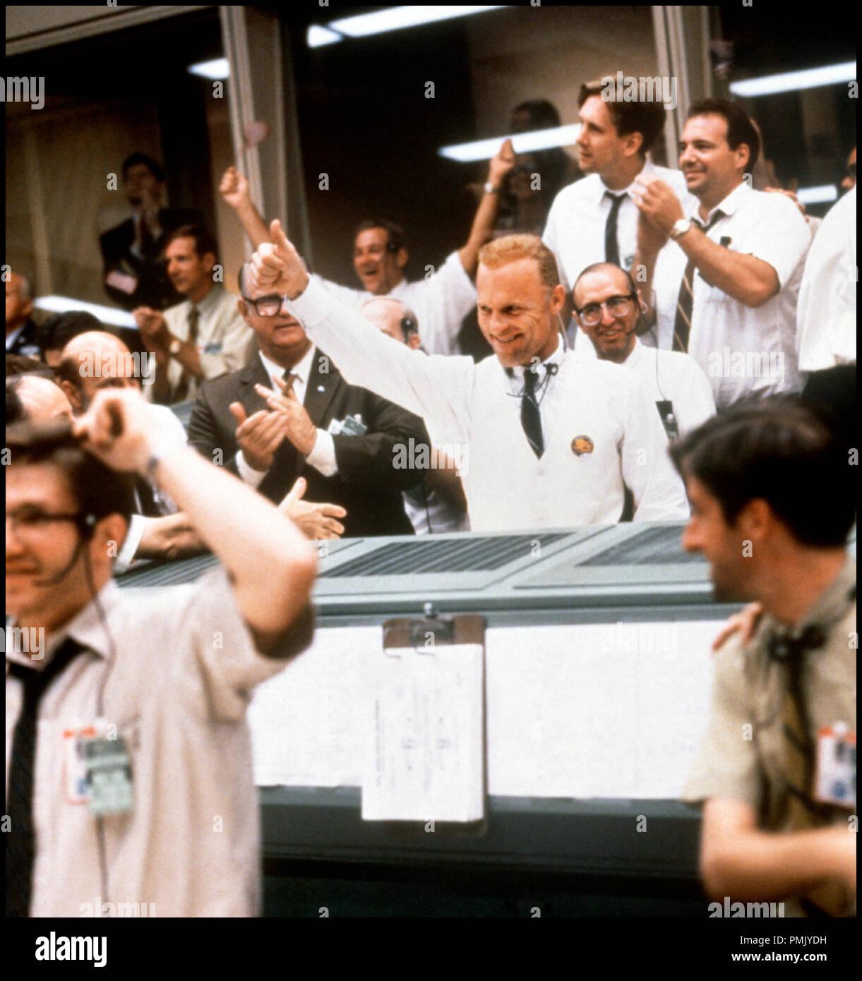 Prod DB © Universal Pictures / DR APOLLO 13 (APOLLO 13) de Ron Howard 1994 USA avec Ed Harris Nasa, mission spatiale, histoire vraie, poste de commandement, QG, applaudissement, réussite, exploit, pouce en l'air d'apres le livre de Jim Lovell et Jeffrey Kluger 'Lost Moon' - Stock Image