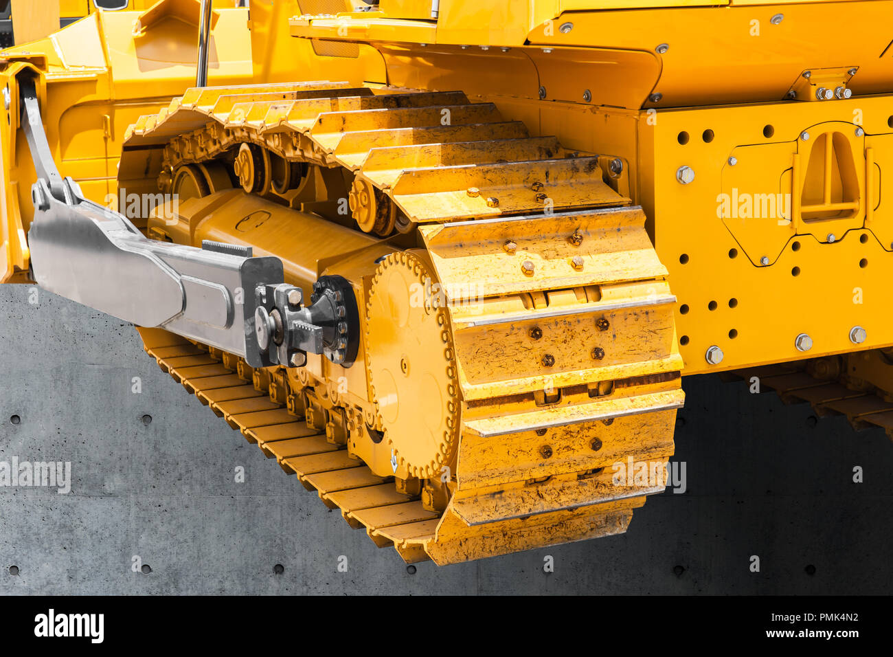 Continuous track tank tread construction machine steel chains wheels excavator - Stock Image