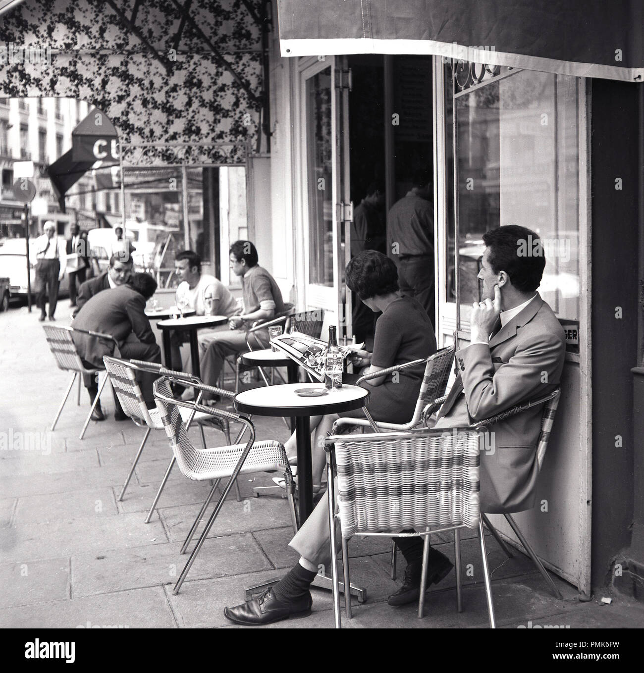 Paris Cafe 1950s High Resolution Stock Photography And Images Alamy