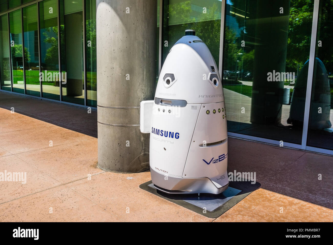 August 9, 2018 Mountain View / CA / USA - Knightscope security robot branded with the Samsung logo docked outside a building; Silicon Valley - Stock Image