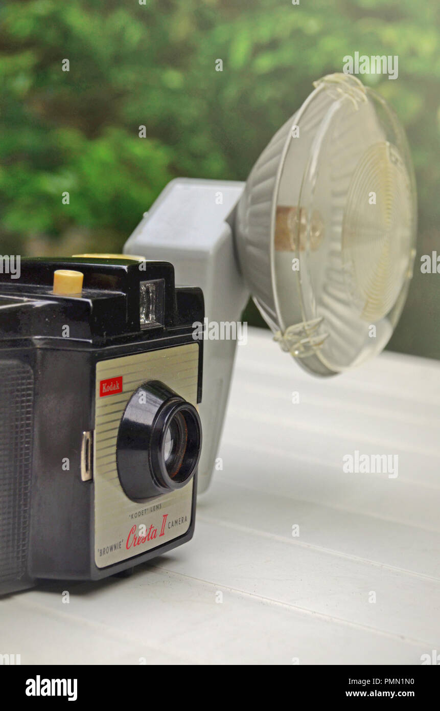 The vintage  Brownie Cresta II camera with its external flash - Stock Image