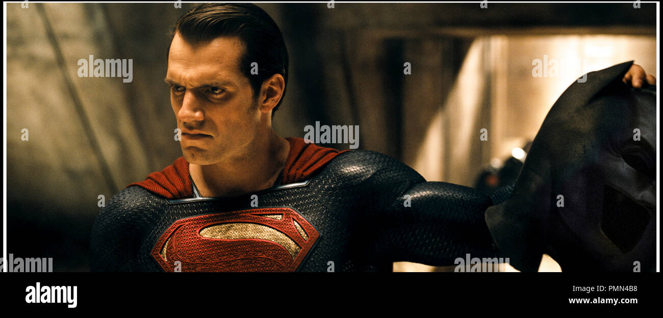 Prod DB © Warner Bros. - DC Entertainment - RatPac-Dune Entertainment - Syncopy / DR BATMAN V SUPERMAN: L'AUBE DE LA JUSTICE (BATMAN VS. SUPERMAN: DAWN OF JUSTICE) de Zack Snyder 2016 USA avec Henry Cavill super heros,  d'apres les personnages créés par Bob Kane et Bill Finger (Batman) et Jerry Siegel et Joe Shuster (Superman) - Stock Image