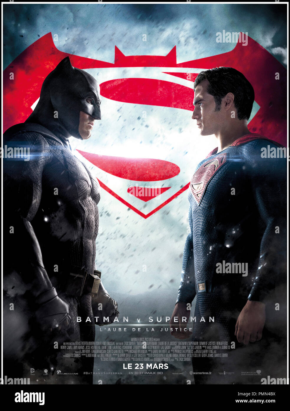 Prod DB © Warner Bros. - DC Entertainment - RatPac-Dune Entertainment - Syncopy / DR BATMAN V SUPERMAN: L'AUBE DE LA JUSTICE (BATMAN VS. SUPERMAN: DAWN OF JUSTICE) de Zack Snyder 2016 USA affiche française super heros d'apres les personnages créés par Bob Kane et Bill Finger (Batman) et Jerry Siegel et Joe Shuster (Superman) - Stock Image
