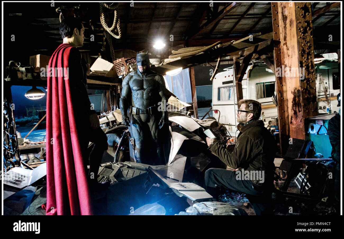 Prod DB © Warner Bros. - DC Entertainment - RatPac-Dune Entertainment - Syncopy / DR BATMAN V SUPERMAN: L'AUBE DE LA JUSTICE (BATMAN VS. SUPERMAN: DAWN OF JUSTICE) de Zack Snyder 2016 USA avec Henry Cavill, Ben Affleck et Zack Snyder sur le tournage - Stock Image