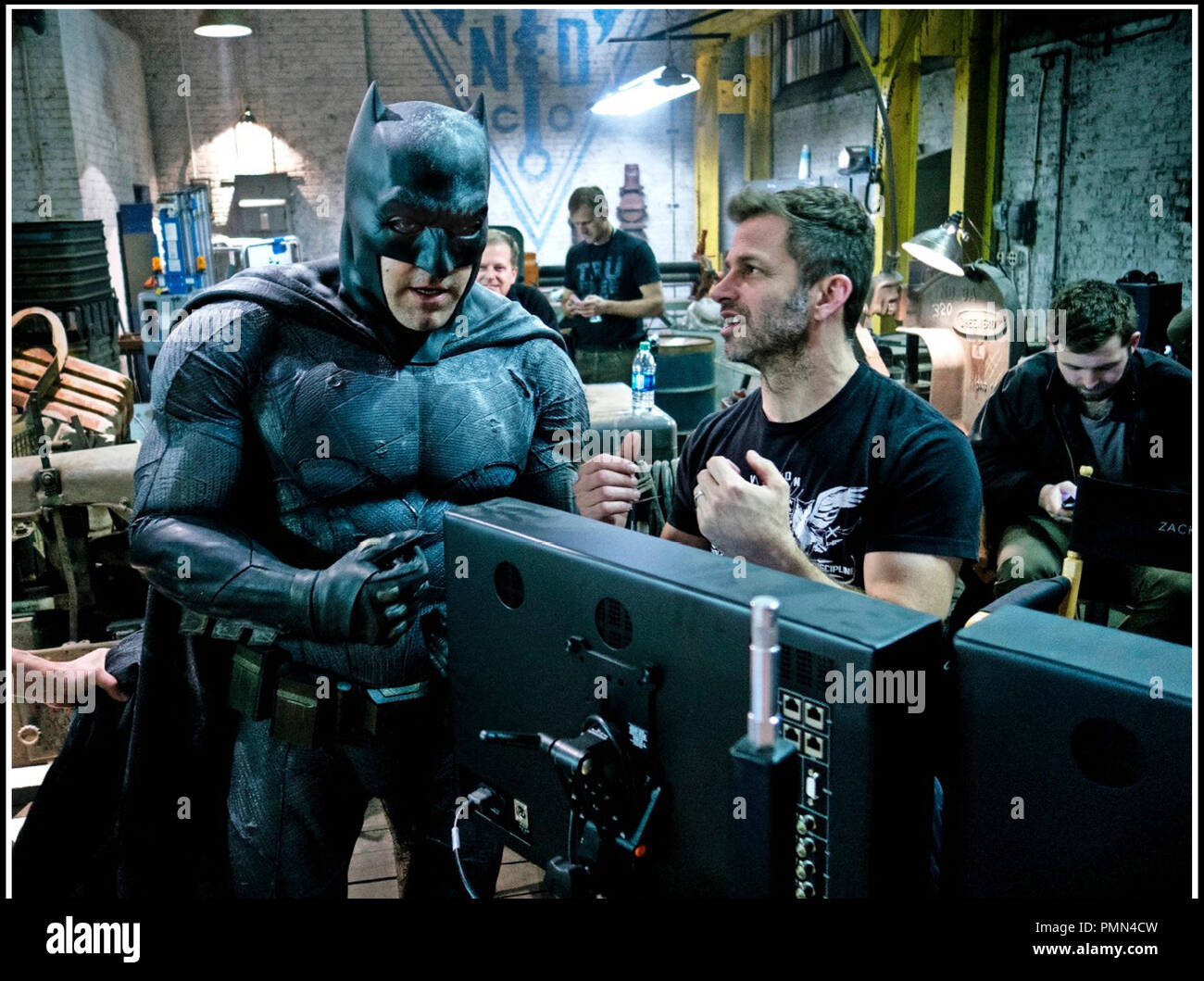 Prod DB © Warner Bros. - DC Entertainment - RatPac-Dune Entertainment - Syncopy / DR BATMAN V SUPERMAN: L'AUBE DE LA JUSTICE (BATMAN VS. SUPERMAN: DAWN OF JUSTICE) de Zack Snyder 2016 USA avec Ben Affleck et Zack Snyder sur le tournage - Stock Image
