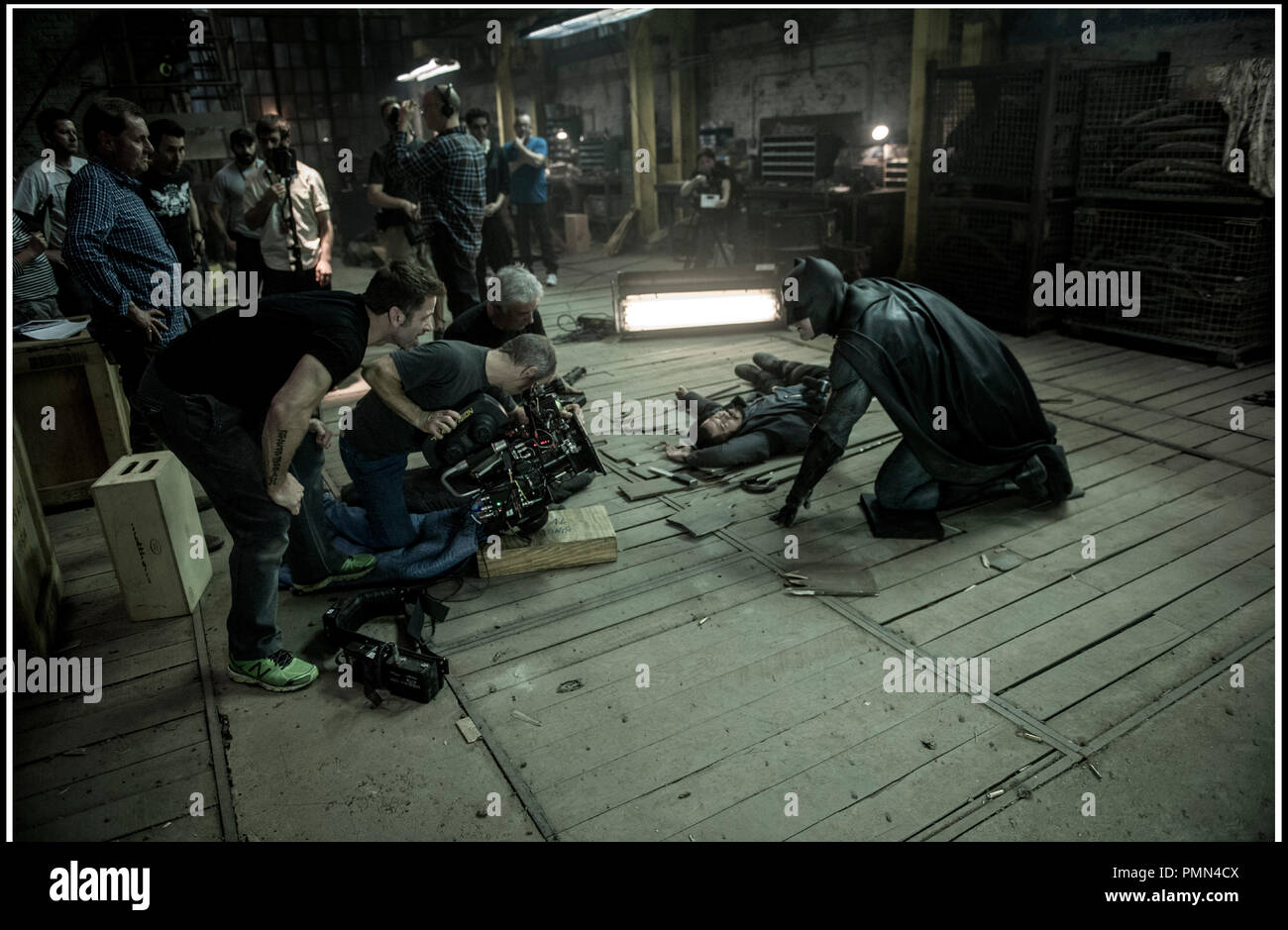 Prod DB © Warner Bros. - DC Entertainment - RatPac-Dune Entertainment - Syncopy / DR BATMAN V SUPERMAN: L'AUBE DE LA JUSTICE (BATMAN VS. SUPERMAN: DAWN OF JUSTICE) de Zack Snyder 2016 USA avec Zack Snyder et Ben Affleck sur le tournage - Stock Image