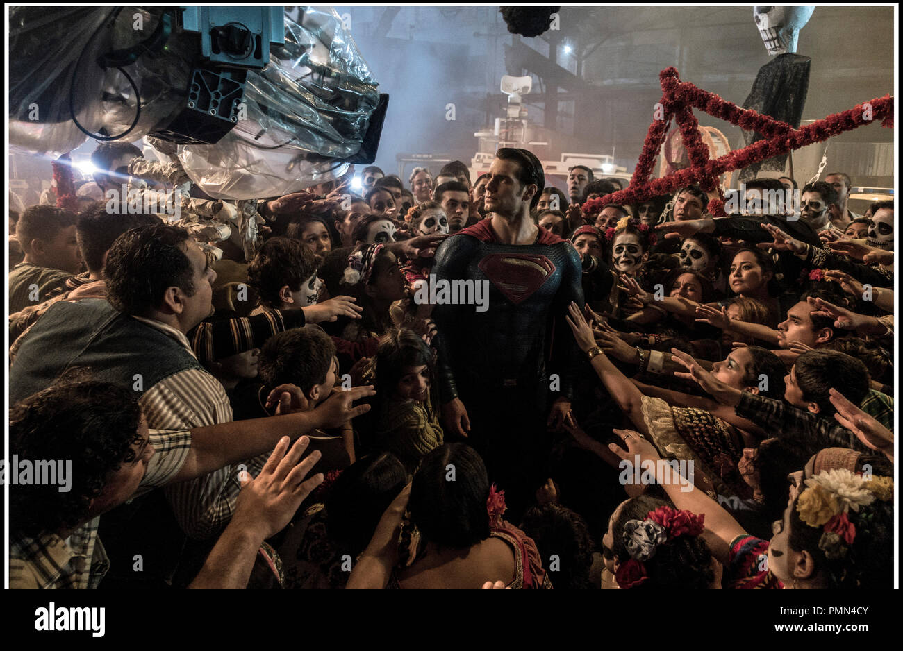 Prod DB © Warner Bros. - DC Entertainment - RatPac-Dune Entertainment - Syncopy / DR BATMAN V SUPERMAN: L'AUBE DE LA JUSTICE (BATMAN VS. SUPERMAN: DAWN OF JUSTICE) de Zack Snyder 2016 USA avec Henry Cavill sur le tournage fete des morts, jour des morts, mexique, mexico - Stock Image
